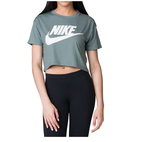 nike essential crop top